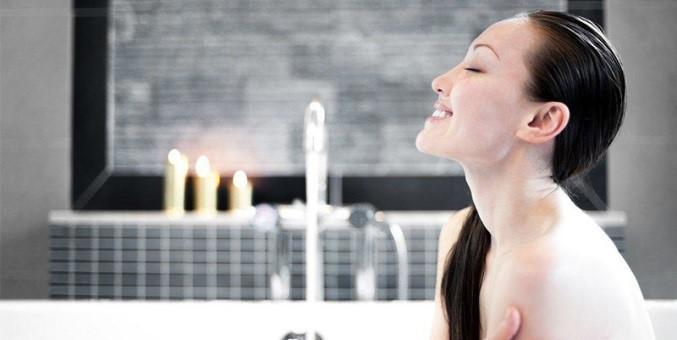 Sức khỏe bà bầu dễ bị ảnh hưởng nếu duy trì thói quen tắm khuya