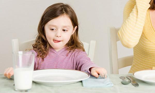 Dùng sữa tươi khi trẻ đã hơn 1 tuổi