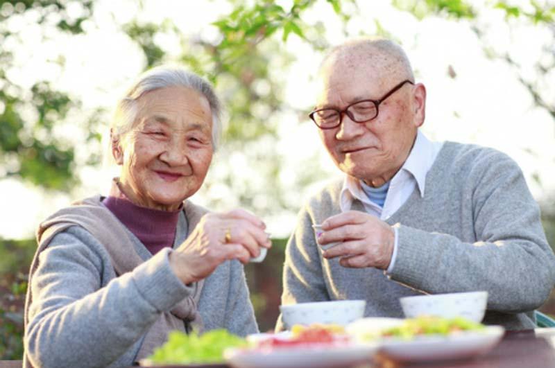 Chế độ dinh dưỡng và kế hoạch ăn uống lành mạnh cho người lớn tuổi