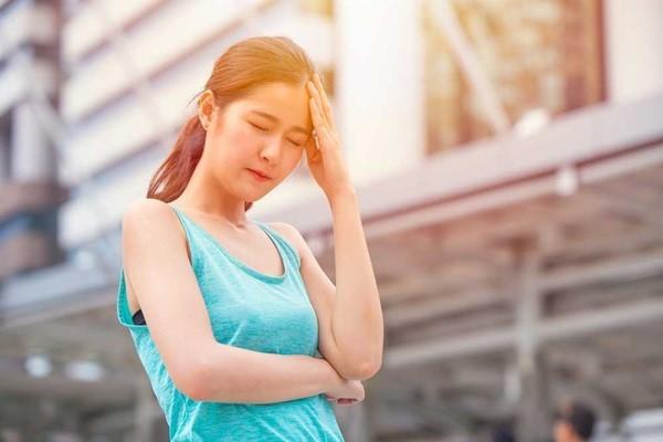 Mẹ bầu nên tránh ánh nắng trực tiếp chiếu vào người