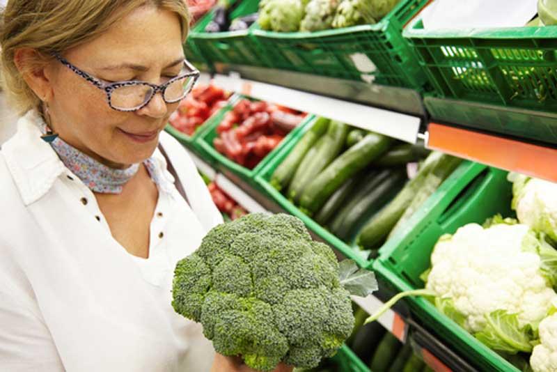 Những loại thực phẩm người cao tuổi nên và không nên ăn sau tuổi 50