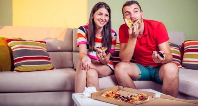 không xem tivi khi ăn